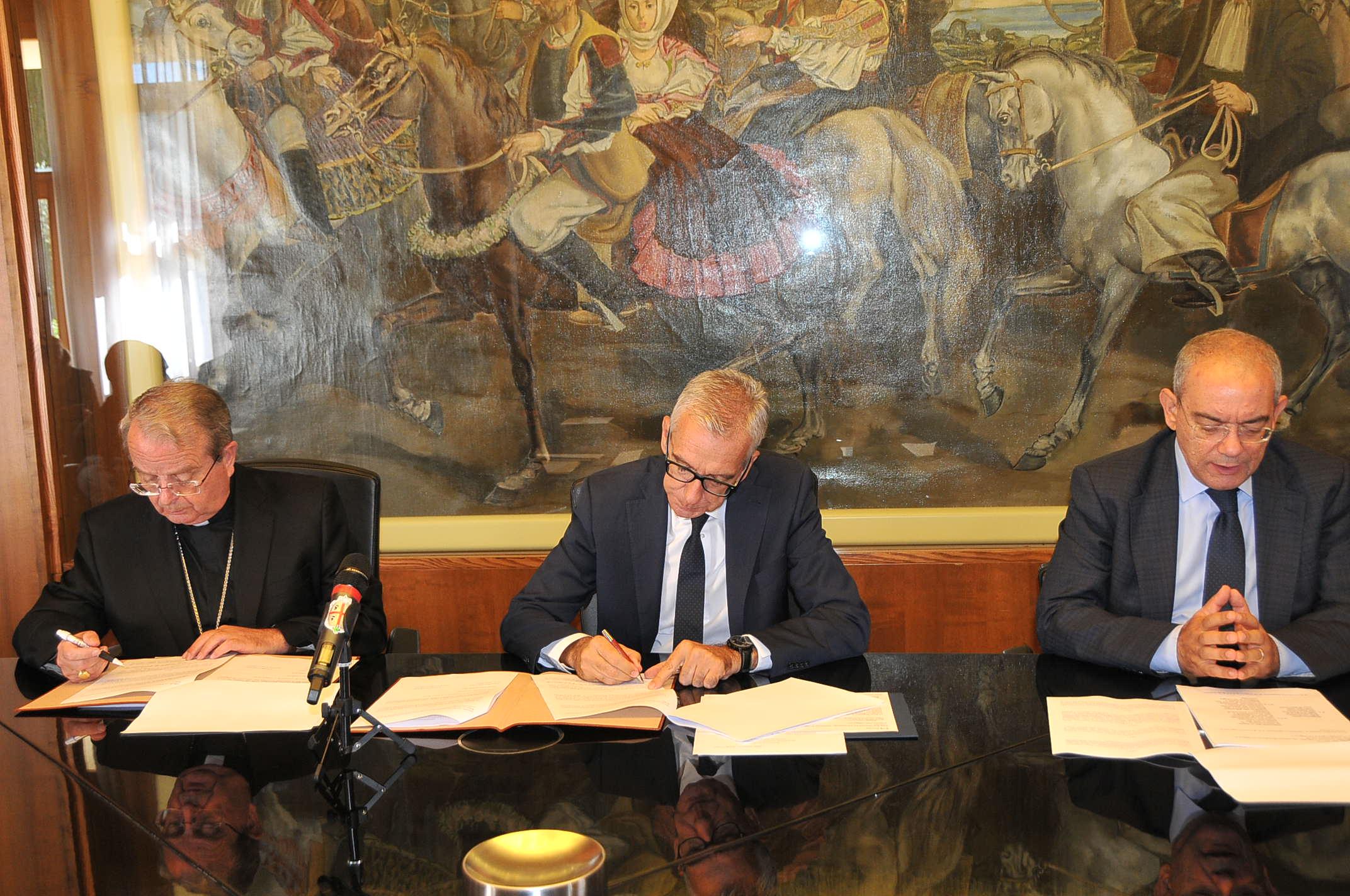 La firma del protocollo d'Intesa  (foto Regione Sardegna)